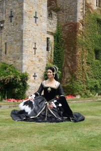 zarrina-seated-outside-hever